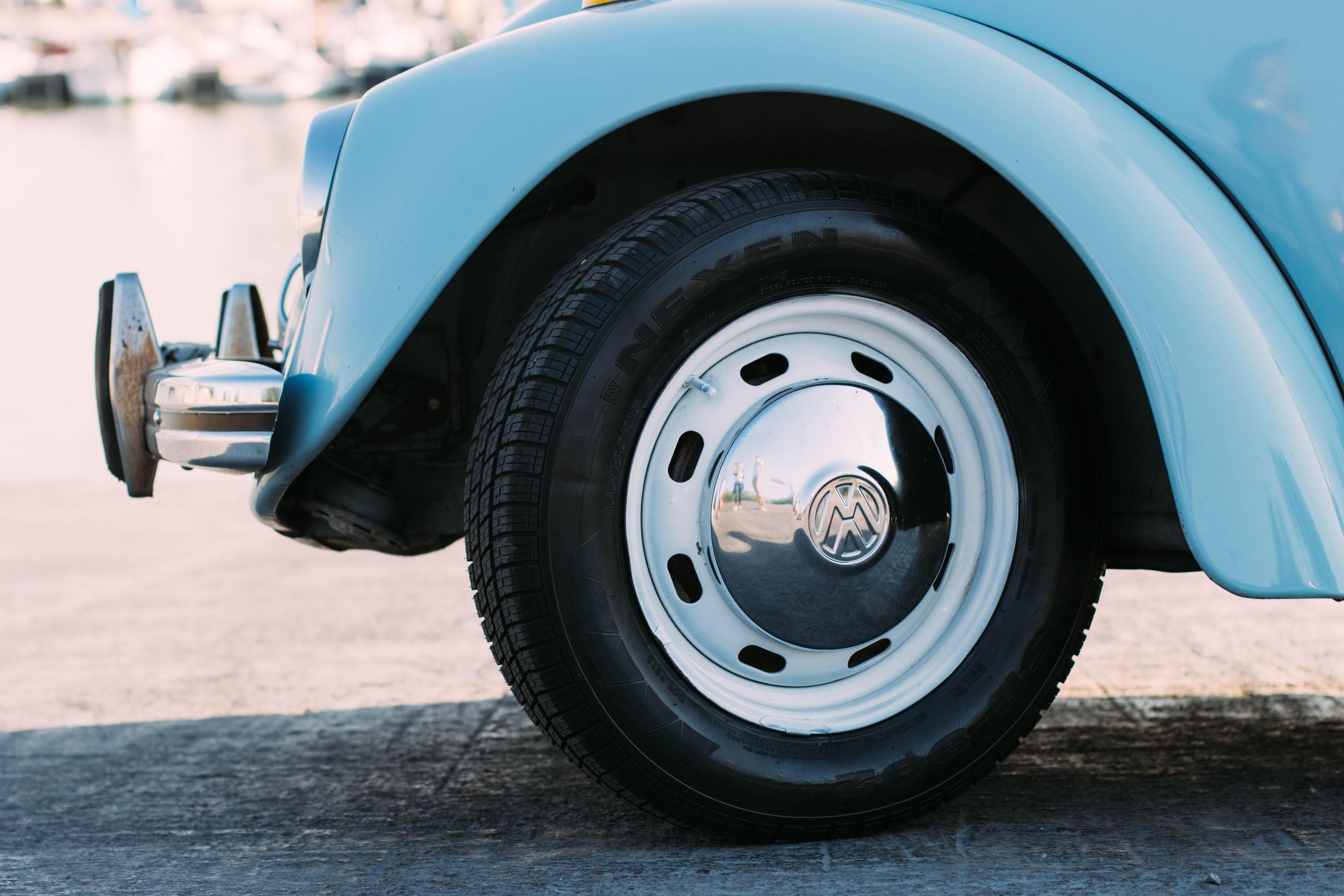 タイヤローテーションのタイミングと必要性。経済的ですよ!
