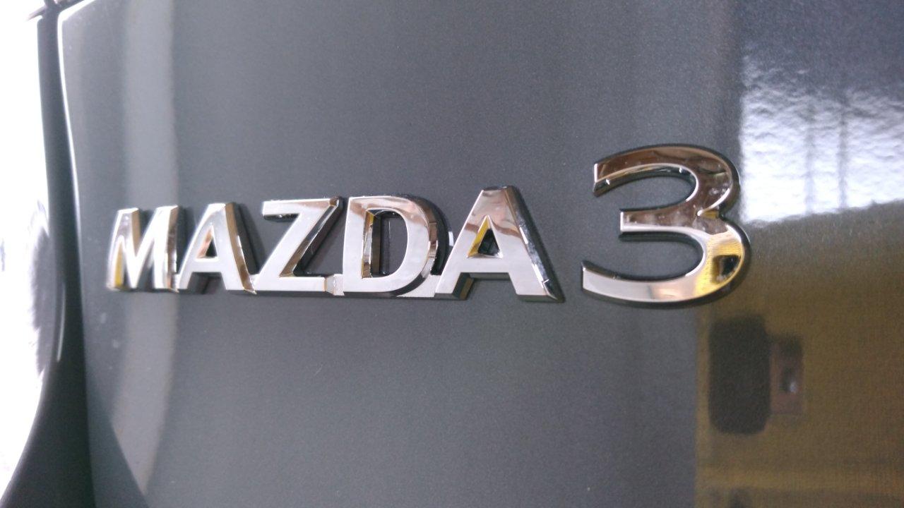 MAZDA3セダンにカーフィルム貼り。ディーラーオプションとの違い