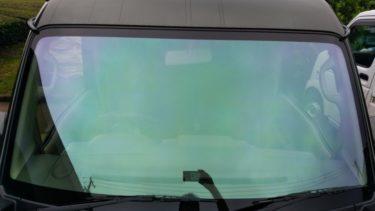 ホログラフィックフィルムをフロントガラスに貼ってみた